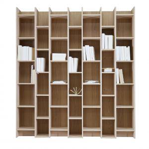 Expand Cabinet&Bokkcase dzięki półkom o różnych rozmiarach pozwala wyeksponować książki w ciekawy sposób. 445£. Fot. Woood
