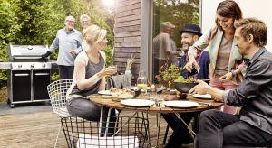 Grillować można w różnych miejscach i na różne sposoby. Z rodziną w ogrodzie, z przyjaciółmi - na biwaku czy balkonie.Zanim zaprosimy gości na pierwsze garden party w sezonie, powinniśmy przejrzeć sprzęt i akcesoria, zadbać o dobrej jakoś