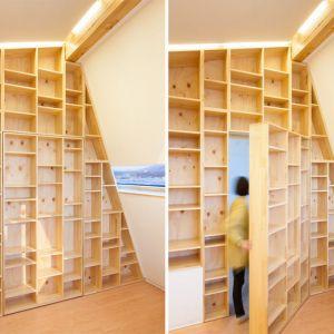 Projektanci z pracowni architektonicznej Moon Hoon pozwolili sobie na kilka ekstrawagancji. Część regału może się nagle poruszyć – jak w wiktoriańskiej bibliotece - szafa jest ukrytym wejściem do pokoju.