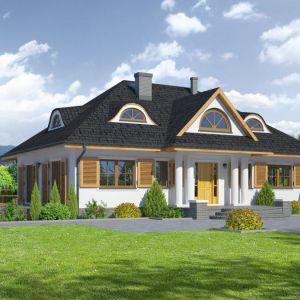 Wygląd zewnętrzny domu nawiązuje do tradycji dworu polskiego, a wnętrze posiada współczesny funkcjonalny układ pomieszczeń. Projekt: Chmielniki średnie. Fot. Dom-Projekt
