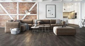 Już na etapie planowania i projektowania należy zastanowić się, z jakich materiałów i w jakich kolorach chcemy urządzić salon lub sypialnię, a także jakiego typu meble i dodatki znajdą się w pomieszczeniu. To pozwoli nam dobrać materiał na p