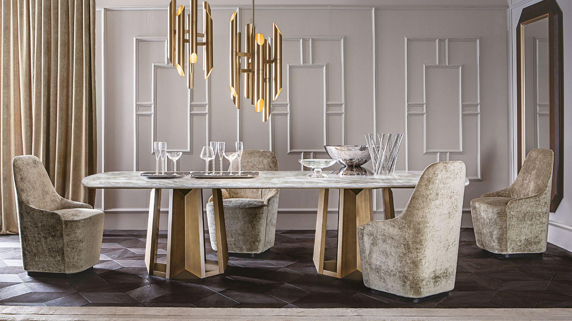 Lampa SHARD dostępna w wersji stalowej lub mosiężnej nad stołem KANDINSKY to zestaw do luksusowej jadalni. Projekt Massimiliano Raggi. 14.728,00 zł/lampa, 29.682 zł/stół. Fot. Casamilano / Mood Design