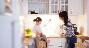 Maksimum funkcjonalności przy maksimum wykorzystanego miejsca – jak stworzyć pełnowymiarową kuchnię dla małej rodziny? Tak zapewnisz wygodę i swobodę ruchu.