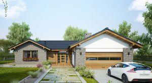 W tym roku modne są projekty domów zarówno bardzo nowoczesnych, o płaskich dachach i wielu przeszkleniach, jak i te inspirowane kształtem dawnego podmiejskiego budownictwa.