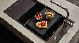 Zlewozmywak, na którego powierzchni nigdy nie widać śladów po kawowych fusach, warzywnych obierkach czy czerwonym winie to rozsądny wybór. Kolor intensywnego, espresso idealnie pasuje do drewnianych oraz kamiennych, a nawet stalowych blatów.