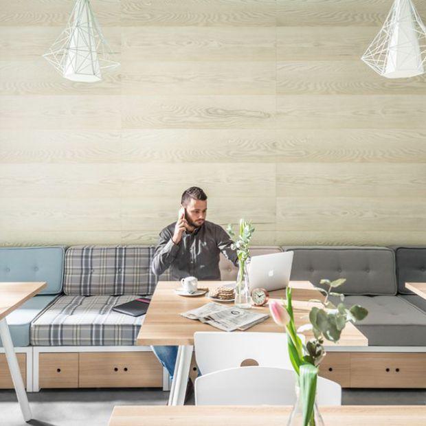 Metamorfoza salonu: wykorzystaj płyty dekoracyjne