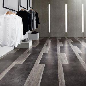 Biel i czerń we wnętrzu. Fot. Amtico/Carpet Studio  Biel i czerń we wnętrzu. Fot. Amtico/Carpet Studio