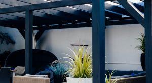 Nawet niewielki taras i balkon, przy odrobinie kreatywności, może stać się oazą wypoczynku wypoczynku. Na niewielkiej przestrzeni sprawdzą się małe komplety i pojedyncze meble.