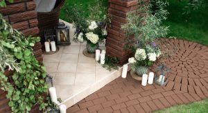 Wiosna to dobry czas na przeprowadzenie prac porządkowych nie tylko w domu, ale także w jego najbliższym otoczeniu. Poza roślinami to również ścieżki, patia czy też podjazdy betonowe stanowią jego ozdobę.
