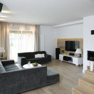 Sofa w salonie. Projekt: Małgorzata Galewska. Fot. Bartosz Jarosz
