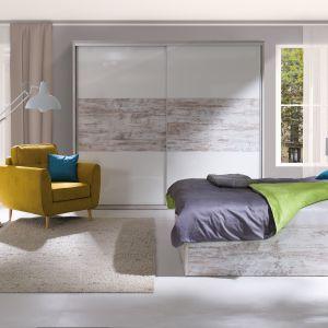 Sypialnia POLA o prostych, minimalistycznych kształtach. Fot. Wajnert Meble