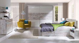 W tym sezonie w modnej aranżacji sypialni dominuje jasne drewno, złote dodatki oraz tekstylia z etnicznymi i florystycznymi nadrukami.