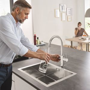 System GROHE Blue Home to schłodzona gazowana woda prosto z baterii kuchennej. Fot. Grohe
