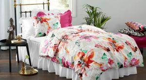 Pościel w kwiaty pięknie prezentuje się zwłaszcza w letniej aranżacji sypialni. Wybierz idealny wzór dla siebie.
