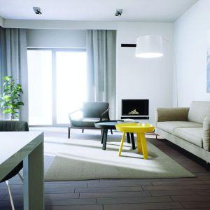 Ciekawym barwnym akcentem jest żółty stolik kawowy. Projekt: Daniel 2 G1, Fot.  Pracownia Projektowa Archipelag
