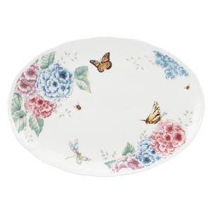 Porcelanę z kolekcji HORTENSJA BUTTERFLY MEADOW zdobi motyw kwiatów i kolorowych motyli. 505 zł/półmisek 40 cm, Fot. Lenox /sklep.rosenthal.pl