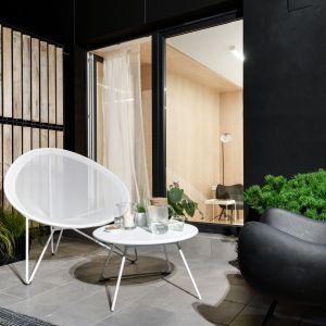 Piękny balkon to idealne miejsce do letniego wypoczynku na świeżym powietrze. Fot. Stanisław Zajączkowski / Zajaczkowski Photography
