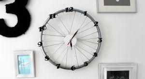 Jak dać drugie życie kołom od starego roweru? Można na przykład zrobić z nich… zegar!! Będzie oryginalną dekoracją wnętrz każdego miłośnika rowerowych wypraw lub pokoju nastolatka.