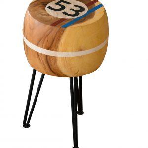 Kolorowe stołki NATURAL SECRET zdobione dużymi cyframi to mebel pomocniczy i dekoracja w jednym. 650 zł. Fot.  Miloo Home / House and More