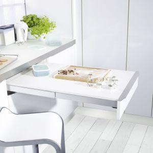 Mechanizmu blatu TOP FLEX zapewnia dodatkowe miejsce do przygotowywania i spożywania posiłków nawet w małych kuchniach. Fot. Peka