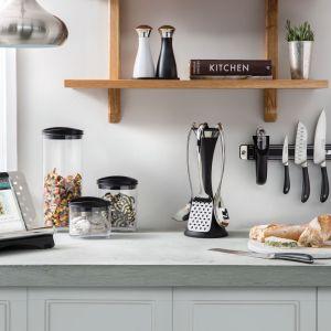 Zaprojektowany we współpracy z profesjonalnymi kucharzami noże SIGNATURE można przechowywać na specjalnym relingu. Fot. Robert Welch