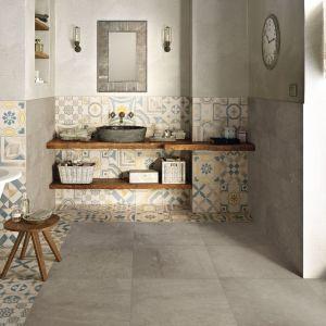 CEMENTINE to płytki imitujące beton. Zdobią je wzory łączącymi motywy florystyczne i geometryczne, które stanowią interpretację tradycyjnych, włoskich dekoracji. Fot. Keope Ceramiche