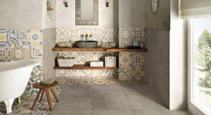 Najmodniejsze obecnie płytki do łazienki to te w stylistyce loft, a wśród nich imitacje betonu, kamienia, naturalnego oraz supermodny format heksagonów.