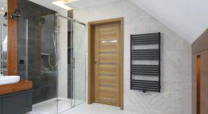 Prysznic w łazience można urządzić w wielu miejscach, jednak zdecydowanie najpopularniejszym jest narożnik pomieszczenia.Zobaczcie, jak zrobili to inni!