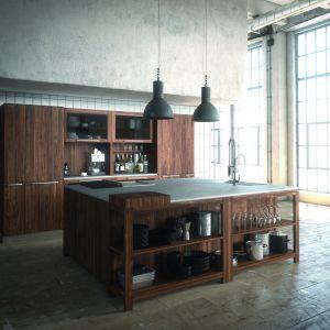 Jednym z najbardziej pożądanych w kuchni materiałów jest drewno. Wykonane z niego meble eksponują niepowtarzalna urodę tego budulca, nadając kuchni luksusowy charakter. Fot. Team 7