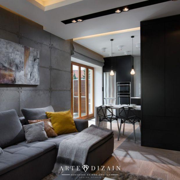 Piękny projekt apartamentu w Gdyni: beton i żółte akcenty