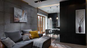 Projekt apartamentu zrealizowany w prestiżowej Gdyńskiej dzielnicy: Kamienna Góra. Już na pierwszy rzut oka da się zauważyć, że jest to wnętrze o typowo męskim charakterze. Surowa betonowa ściana oraz szara kolorystyka ścian idealnie korespond