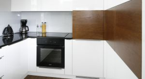 Ściana nad blatem to newralgiczny punkt w każdej kuchni. Nie tylko bowiem podkreśla ona charakter naszej kuchennej zabudowy, ale też chroni ściany przed osadzającym się tłuszczem, chlapaniem przy gotowaniu czy przygotowywaniu potraw. Warto więc u