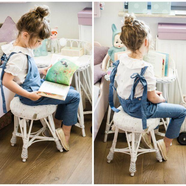 Meble do pokoju dziecka: taboret i biurko z wikliny