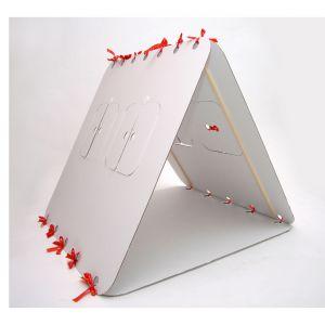 Domek dla dzieci Unlimited Design For Children, Czerwona wstążka, cena: ok. 189zł. Fot. Bonami.pl