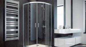 Za urządzeniem strefy prysznica w narożniku przemawia wiele argumentów, w tym najważniejszy - oszczędność przestrzeni.