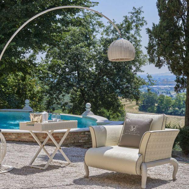 Lato w ogrodzie - tak urządzisz salon pod chmurką