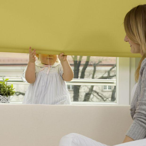 Dekoracja okna - jak kupić piękne i bezpieczne rolety
