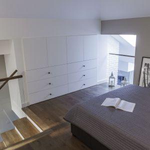 Małe mieszkanie z antresolą. Projekt: Anna Nowak-Paziewska, MAFgroup. Zdjęcia: Emi Karpowicz
