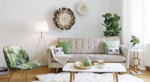 Letnie barwy doskonale sprawdzają się w wystroju wnętrz. Dzięki meblom i dodatkom w żywych kolorach aranżacja salonu będzie tryskać pozytywną energią.