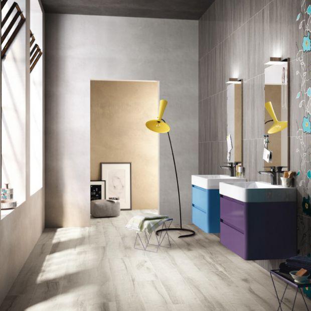 Ściany w łazience – płytki ceramiczne z motywem roślinnym