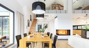 """Piękny, niespełna 120- metrowy dom jednorodzinny dla 4-osobowej rodziny, zbudowany na planie litery """"T"""". Dom jest nowoczesny, ale też stonowany, bez awangardowej przesady. Dzięki temu jego architektura będzie długo aktualna inie zestarzeje si�"""