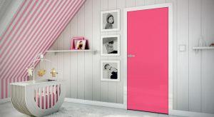 Urządzającmieszkanie kierujemy się nie tylko naszym gustem, ale i trendami. A co kiedy trendy miną, a nasz gust nieco się zmieni? Teraz możemy zamówić drzwi pomalowane na wybrany przez nas kolor oraz drzwi przygotowane do malowania.