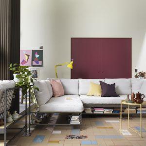 Ekebol to sofa z półką pod siedziskiem. Fot. IKEA
