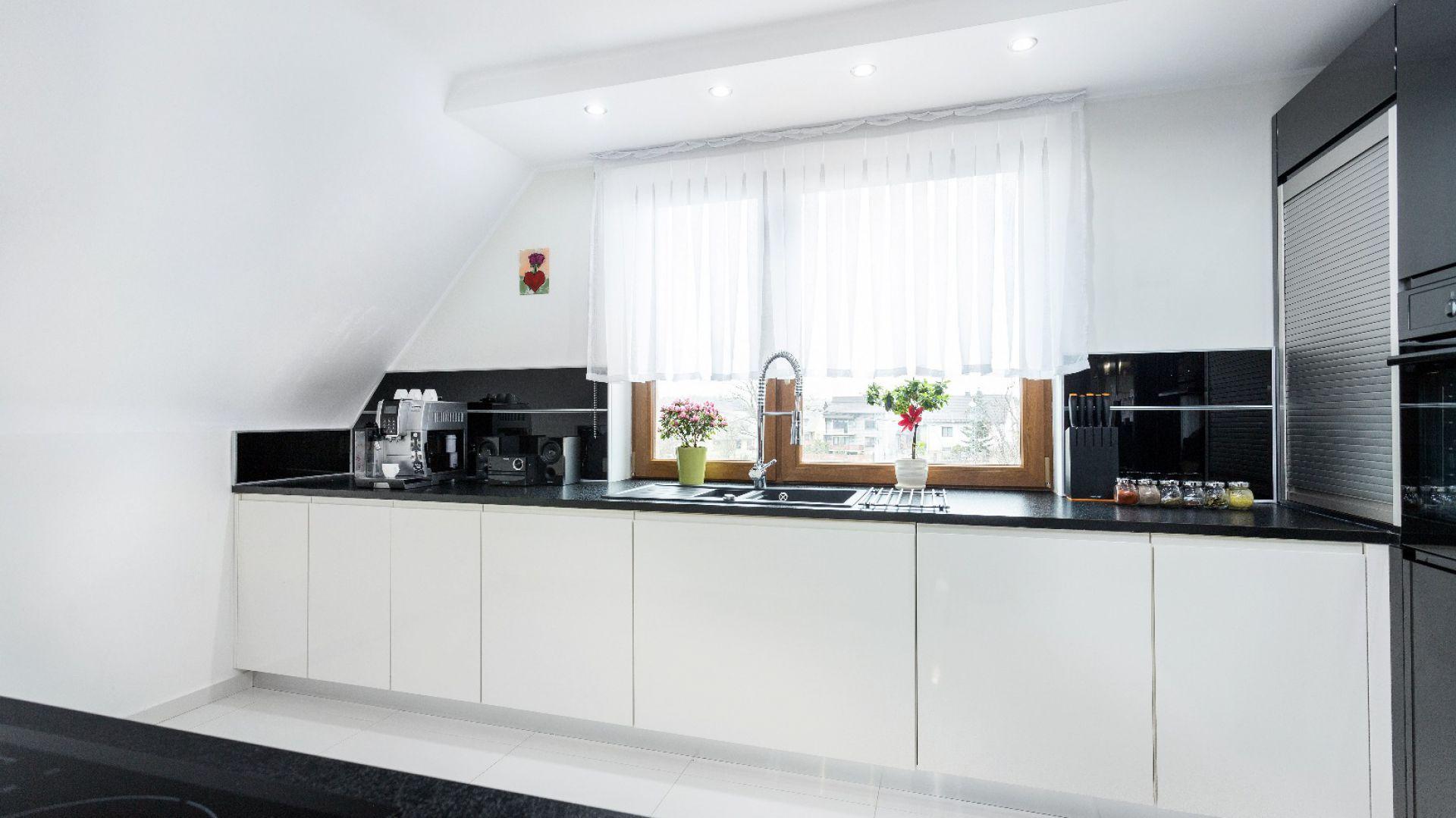 W pomieszczeniu ze skosami Kuchnia pod skosami  -> Kuchnia Pod Zabudowe Siedlce