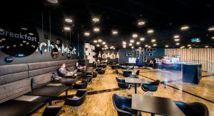 W Galerii Katowickiej można już korzystać z dodatkowej przestrzeni dla klientów, którzy chcą porozmawiać przy kawie, odbyć spotkanie biznesowe czy popracować. Nowoczesne, a zarazem kameralne wnętrze zostało zaprojektowane przez autorską pracow