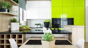 Akrylowe fronty są trwałe i efektowne. To doskonały materiał do kuchni, gdzie powierzchnie narażone są na zabrudzenia czy wilgoć.