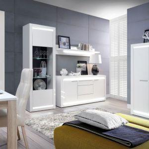 Kolekcja L-Light to białe meble w wersji total look i dodatkowym oświetleniem. Fot. Forte