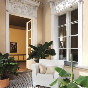 Kolekcja Barcelona projektu Macieja Zienia w aranżacji tarasu. Fot. Tubądzin