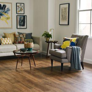Panele winylowe z kolekcji Amtico Form linia produktowa Artisan Embossed Wood. Fot. Carpet Studio