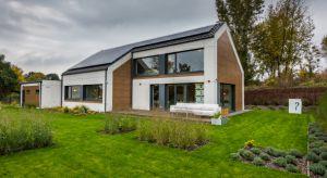 Zeroenergetyczny i inteligentny – taki jest dom H5 zbudowany w Chorzowie przez firmę EcoReadyHouse. Przede wszystkim jednak posiada certyfikat MULTICOMFORT będący znakiem tego, że budynek jest ekonomiczny, przyjazny środowisku i panuje w nim komfor